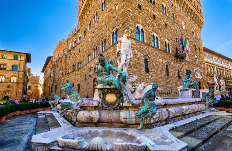 Fontana Nettuno in della Signoria della piazza a Firenze immagini stock libere da diritti