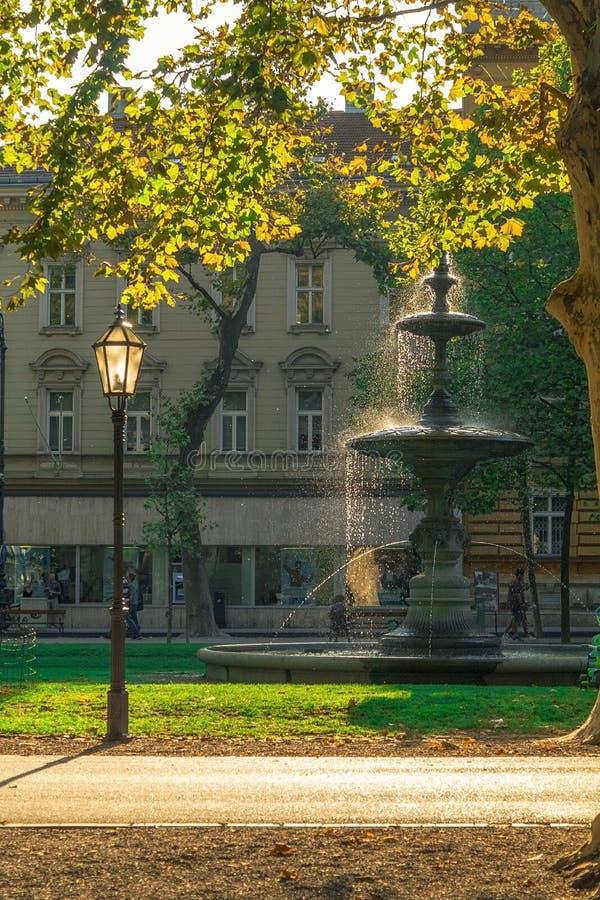 Fontana in parco Zrinjevac fotografia stock