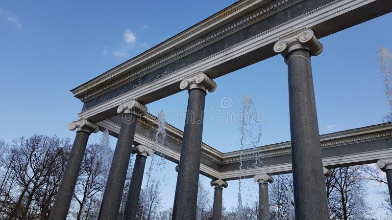 Fontana in Peterhof in San Pietroburgo immagine stock libera da diritti