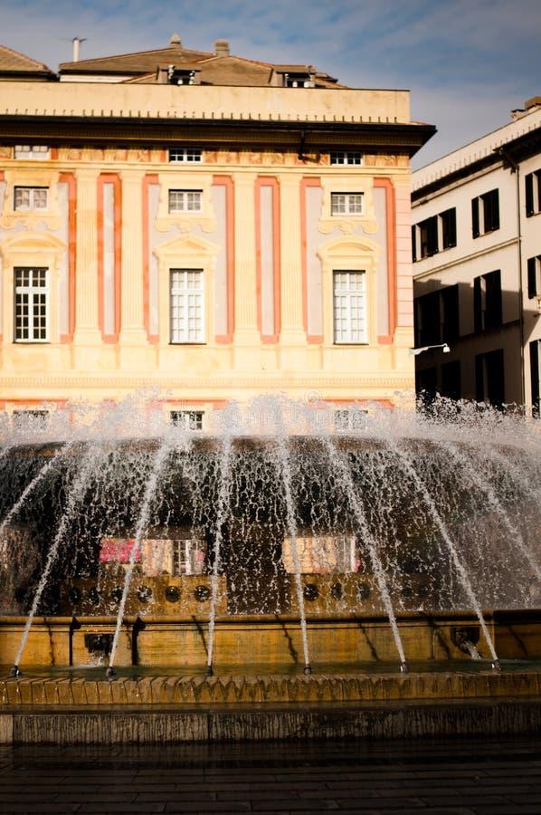 Fontana in piazza de Ferrari a Genova Italia fotografia stock