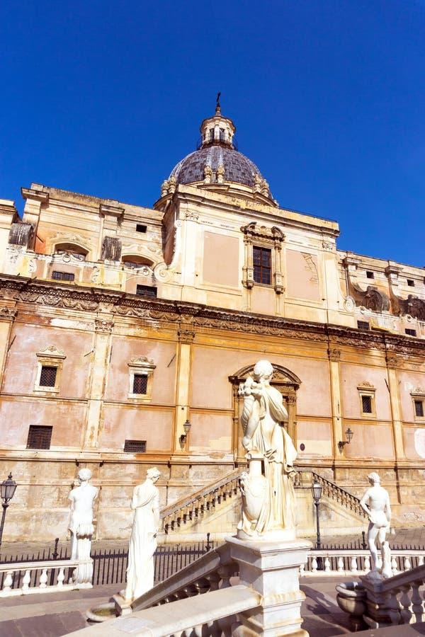Fontana Pretoria in Palermo, Italien stockbilder