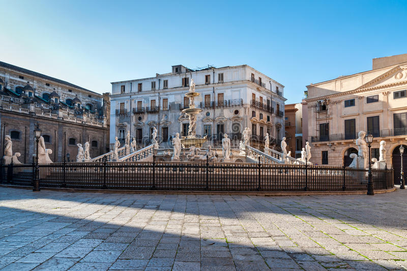 Fontana Pretoria a Palermo, Sicilia, Italia fotografia stock libera da diritti