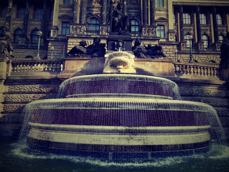 Fontana prima del museo nazionale fotografia stock libera da diritti