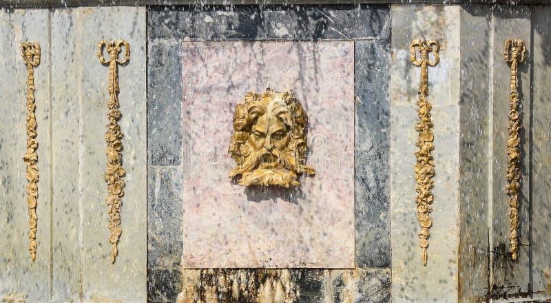Fontana romana in Peterhof Peterhof, St Petersburg, Russia fotografia stock