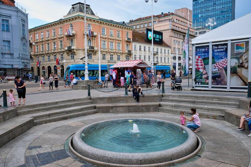 Fontana rotonda, Zagabria centrale, Croazia fotografia stock libera da diritti