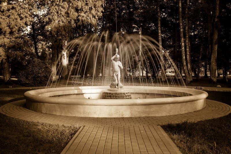 Fontana storica ristabilita alla scuola di Baldone di musica fotografia stock