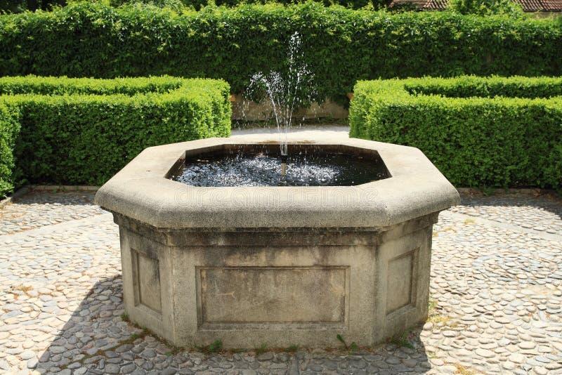 Fontana sul palazzo Breznice fotografia stock libera da diritti