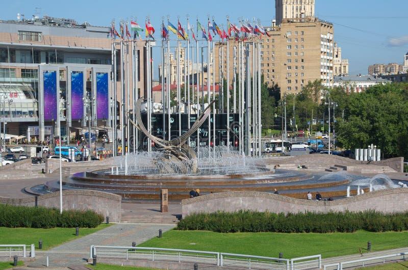 Fontana sul quadrato di Europa a Mosca, Russia fotografie stock