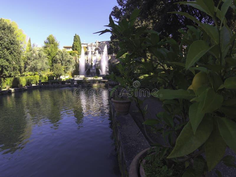 Fontane del Nettuno e dell' Organo en Villa D'este en Tivoli - Roma - Italia La fuente de Neptuno foto de archivo libre de regalías