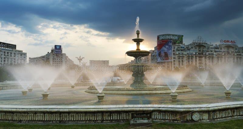 Fontane del quadrato di Unirii - Bucarest fotografie stock libere da diritti