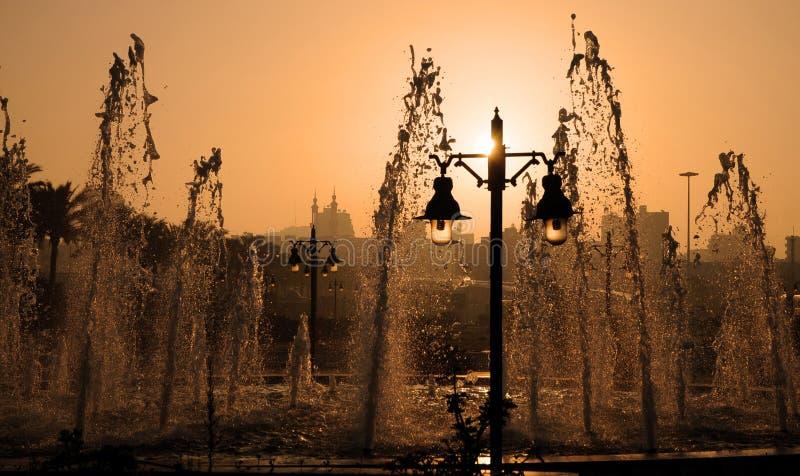 Fontane e lanterne al tramonto fotografie stock libere da diritti