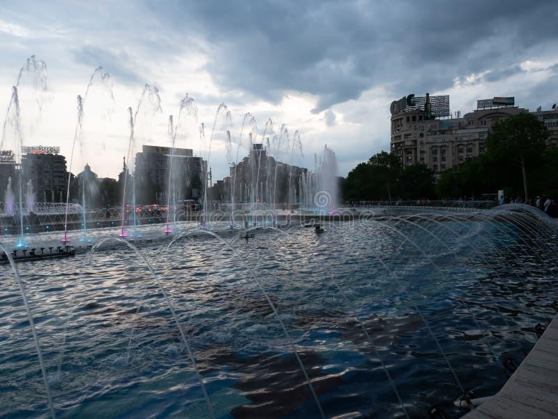 Fontane spettacolo di luci, Bucarest, Romania del quadrato di Unirii immagini stock libere da diritti