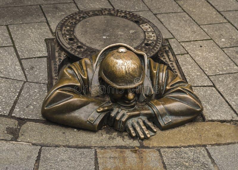Fontanero del monumento en Bratislava, Eslovaquia imagen de archivo