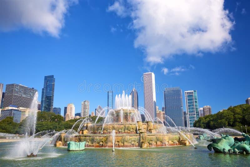 Fontanna Buckingham i skyline Chicago obrazy royalty free