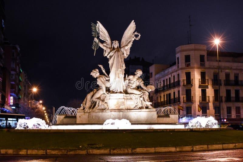 Fontanna chwała, Madryt centrum miasta noc, Hiszpania zdjęcia royalty free