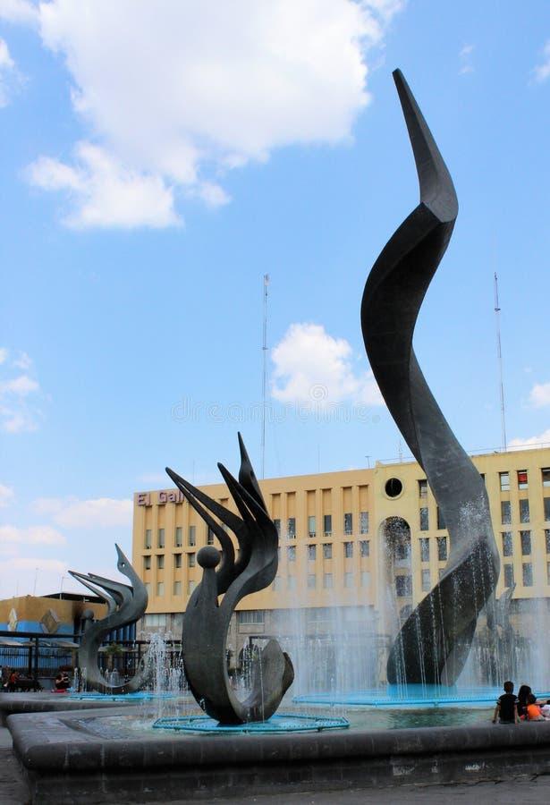 Fontanna i rzeźba w Guadalajara obrazy stock