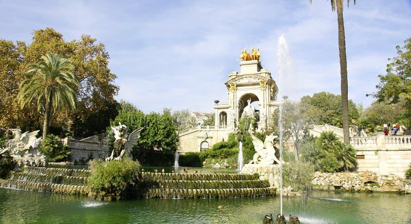 Fontanna i staw w Parc De Los angeles Ciutadella fotografia royalty free