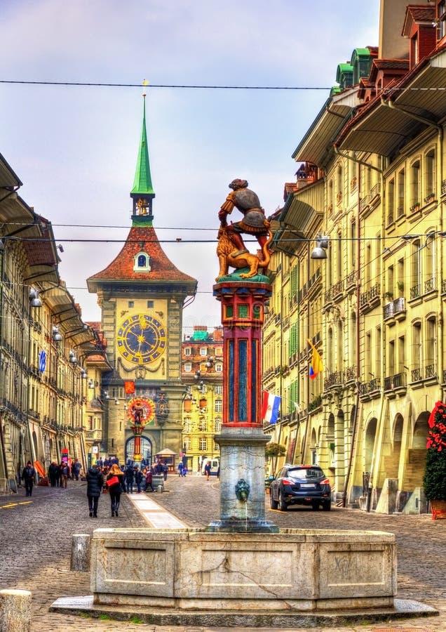 Fontanna na Kramgasse ulicie w Starym mieście Bern zdjęcia stock