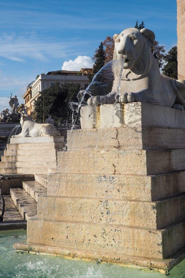 Fontanna obeliska w Piazza del Popolo, Rzym Włochy zdjęcia stock