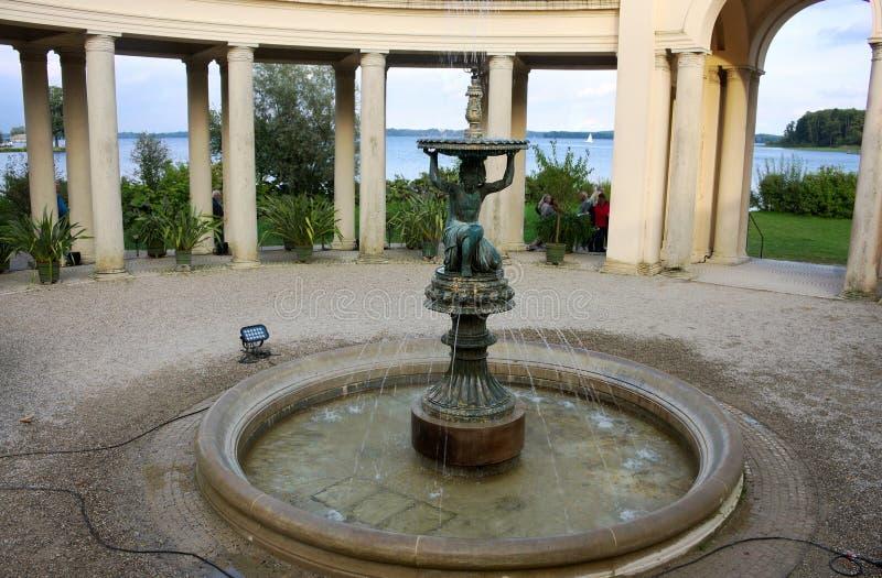 Fontanna - pałac ogród - Ja - Schwerin - zdjęcie stock