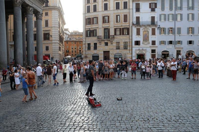 Fontanna panteon w piazza della Rotonda przed Romańskim panteonem, Rzym zdjęcia stock