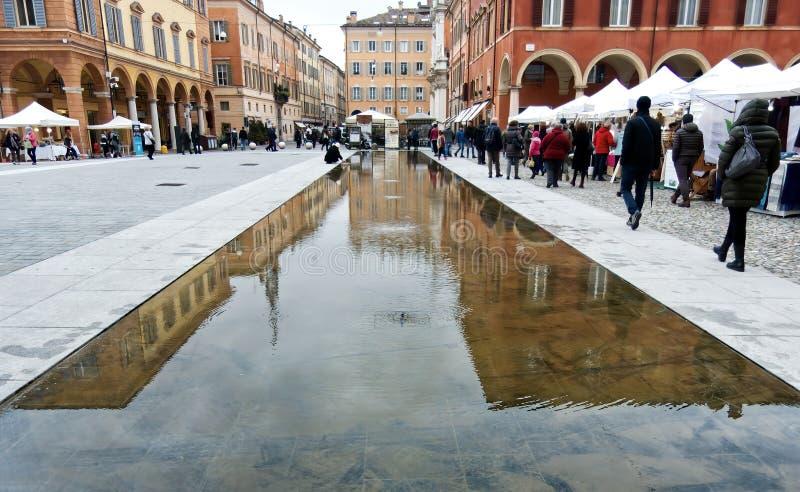 Fontanna podłogowa Piazza Roma Modena Włochy obrazy royalty free
