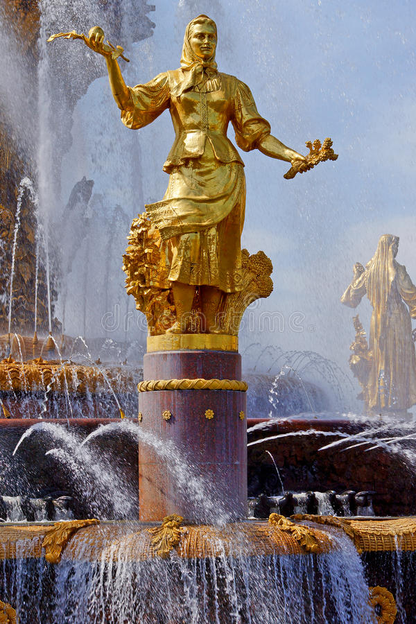 Fontanna przyjaźń Zaludnia na VVC, Moskwa, Rosja fotografia royalty free
