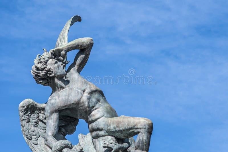 Fontanna Spadać anioł w Madryt, Hiszpania. obraz royalty free