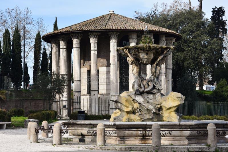 Fontanna Tritons i świątynia Hercules zwycięzca zdjęcia royalty free