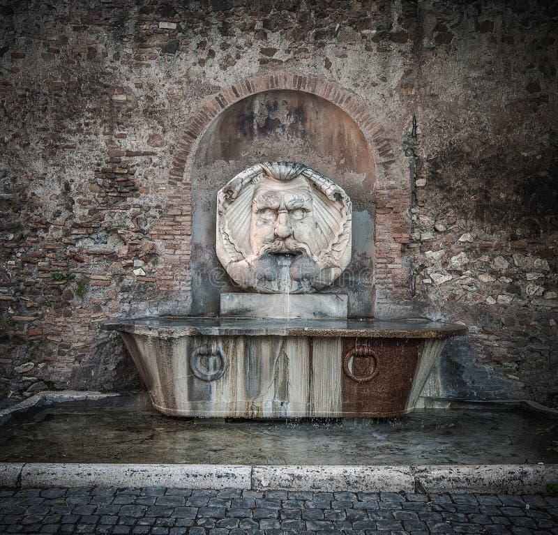 Fontanna w Aventine wzgórzu, Rzym, Włochy zdjęcie stock