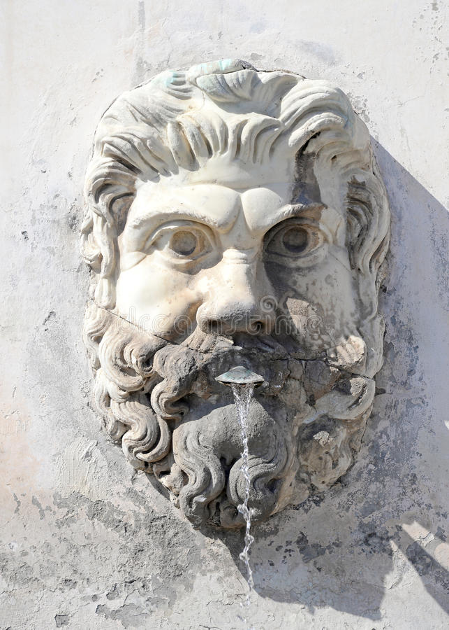 Fontanna w formie męskiej głowy z brodą w podwórzu Watykan, Rzym, Włochy zdjęcie royalty free