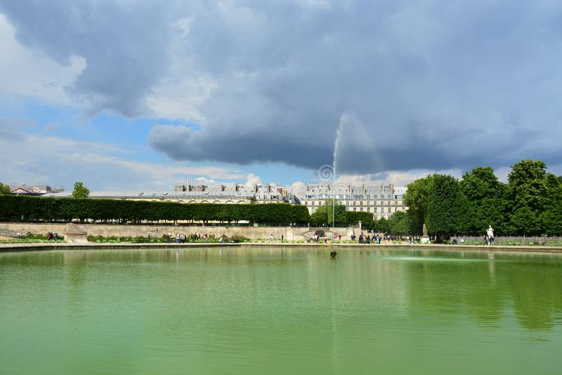 Fontanna w Jardin des Tuileries Tuileries ogródzie, 1564 Jardin des Tuileries jest jawnym ogródem lokalizować między louvre muzeu obrazy royalty free