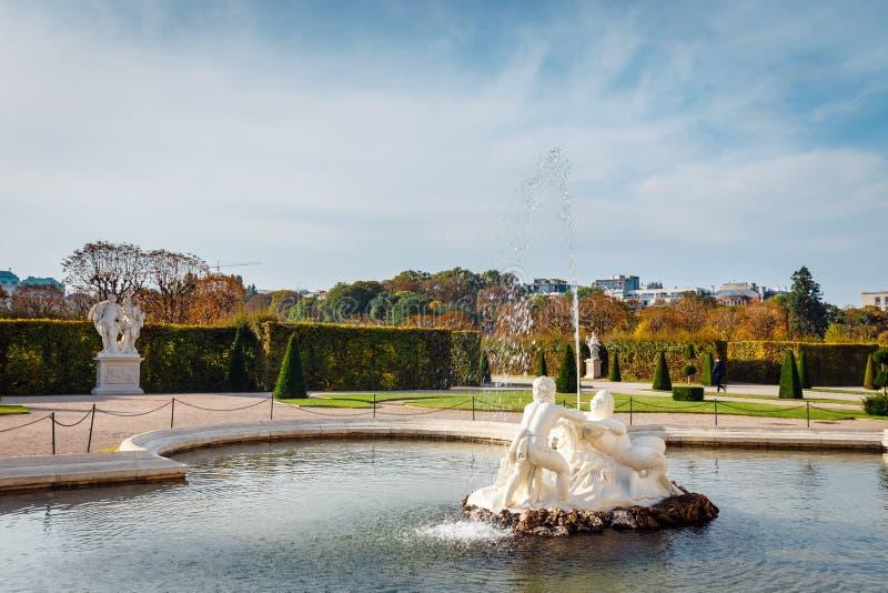 Fontanna w ogródzie w belwederu pałac, Wiedeń zdjęcia stock