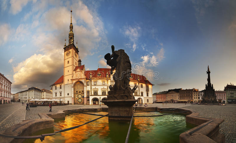 Fontanna w Olomouc przy Horni namesti kwadratem zdjęcie royalty free