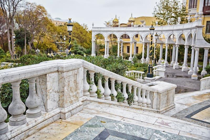 Fontanna w philarmony parku w Baku mieście, Azerbejdżan Filharmoniczny fontanna park Azerbejdżan stan Filharmoniczny Hall obrazy stock
