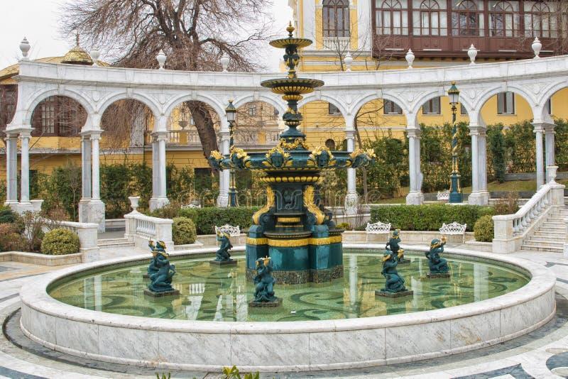 Fontanna w philarmony parku w Baku mieście, Azerbejdżan Baku, Azerbejdżan Filharmoniczny fontanna park Azerbejdżan stan Philharm obraz stock