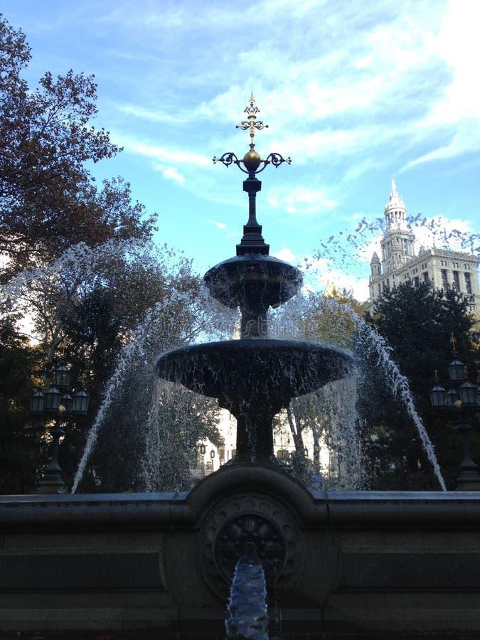 Fontanna w urzędu miasta parku w spadku w Manhattan zdjęcia stock