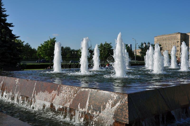 Fontanna w zwycięstwo parku w Moskwa, Rosja obraz royalty free