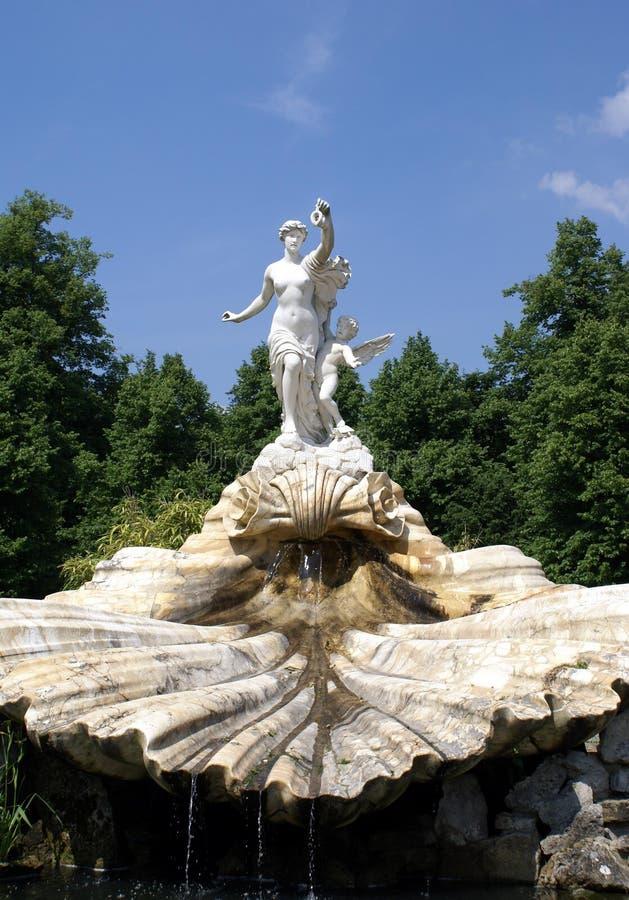 Fontanna z Wenus i amorka statuami zdjęcia royalty free