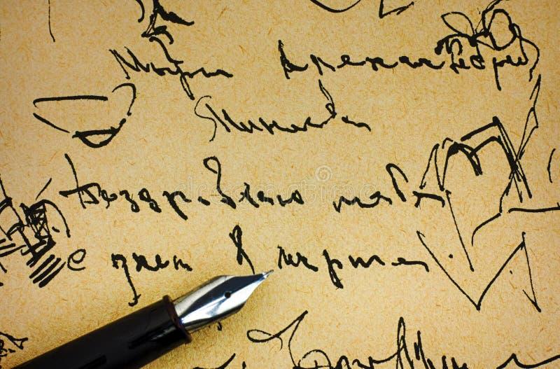 Fontanny pióro na starym papierze z atramentu handwriting próbką zdjęcia stock