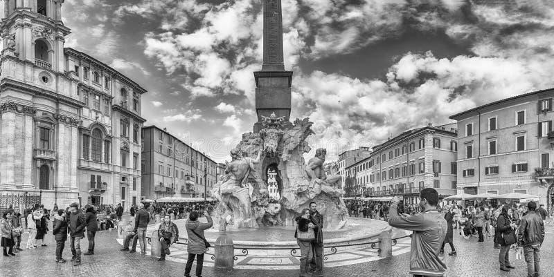A fonte bonita dos quatro rios em Roma, Itália fotografia de stock royalty free