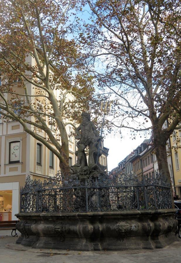 A fonte com a estátua de Netuno imagens de stock royalty free
