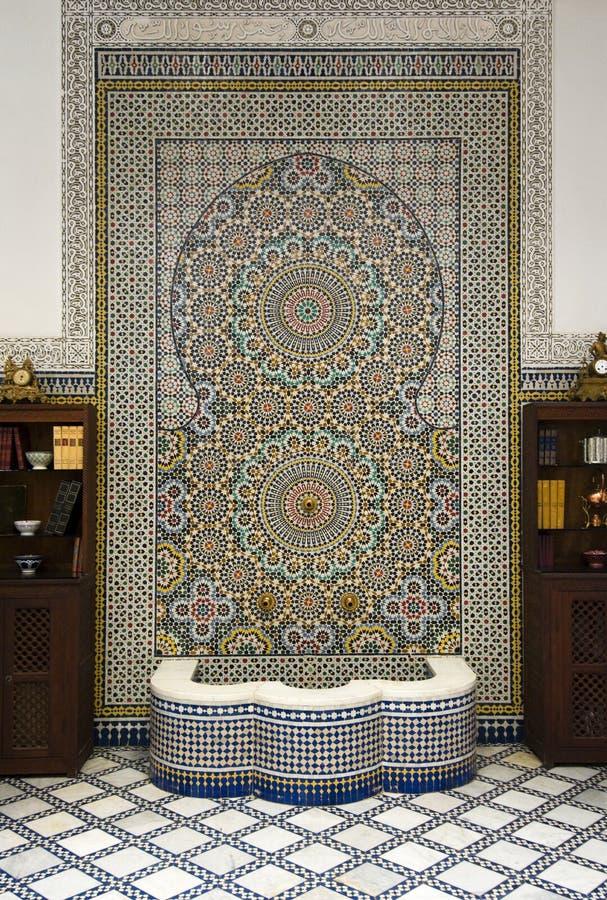 Fonte com mosaicos cerâmicos fotografia de stock