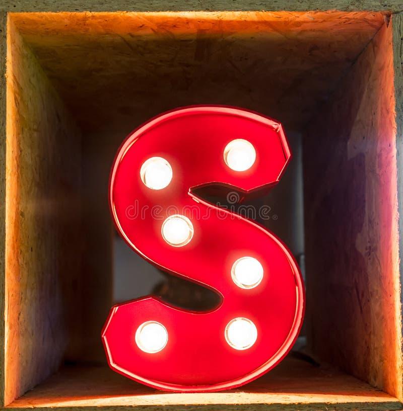 Fonte d'ardore del carattere A di alfabeto della lettera della lampadina immagine stock libera da diritti
