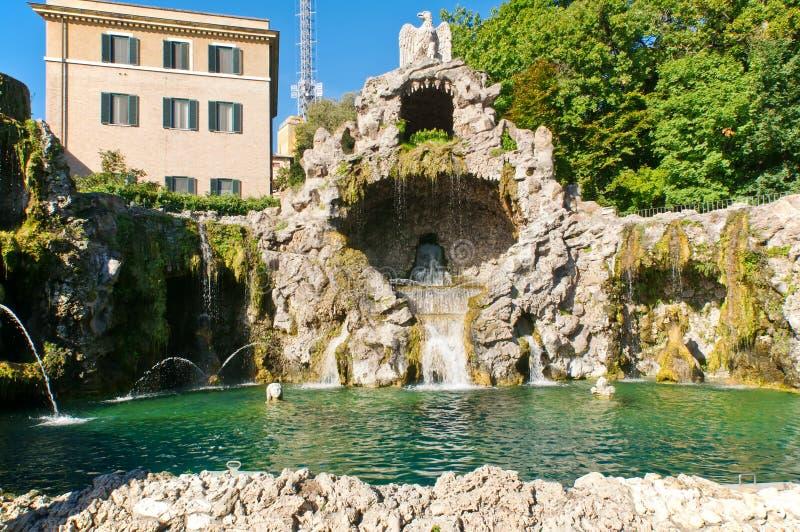 A fonte da águia em jardins de Vatican fotografia de stock royalty free