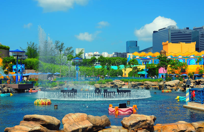 Fonte da cidade do Aqua no parque Hong Kong do oceano foto de stock