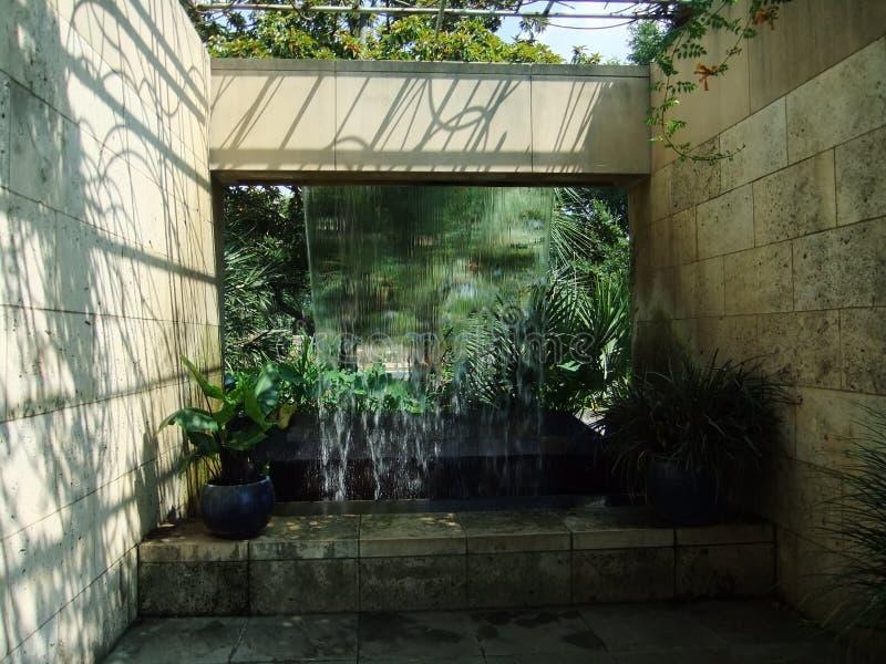 Fonte de água de Dallas Botanical Garden imagem de stock royalty free