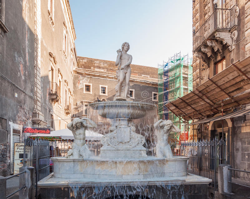 Fonte de Amenano em Praça del Domo em Catania, Sicília fotografia de stock