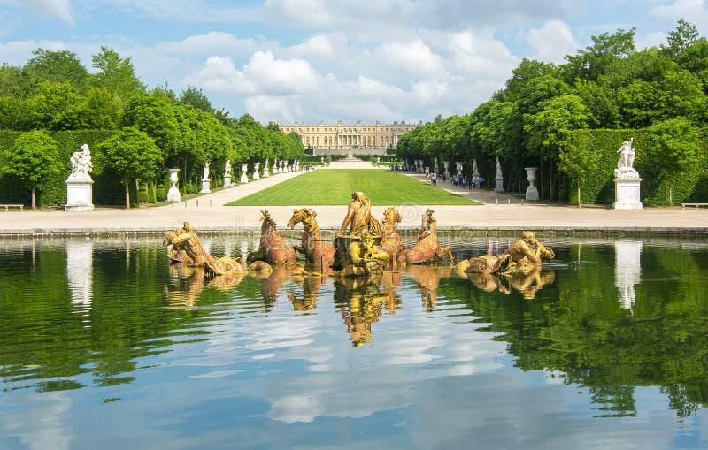 A fonte de Apollo em Versalhes jardina, Paris, França fotografia de stock