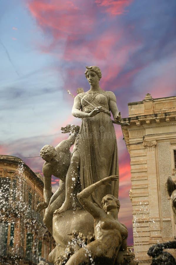 Fonte de Artemide. Siracusa imagens de stock royalty free